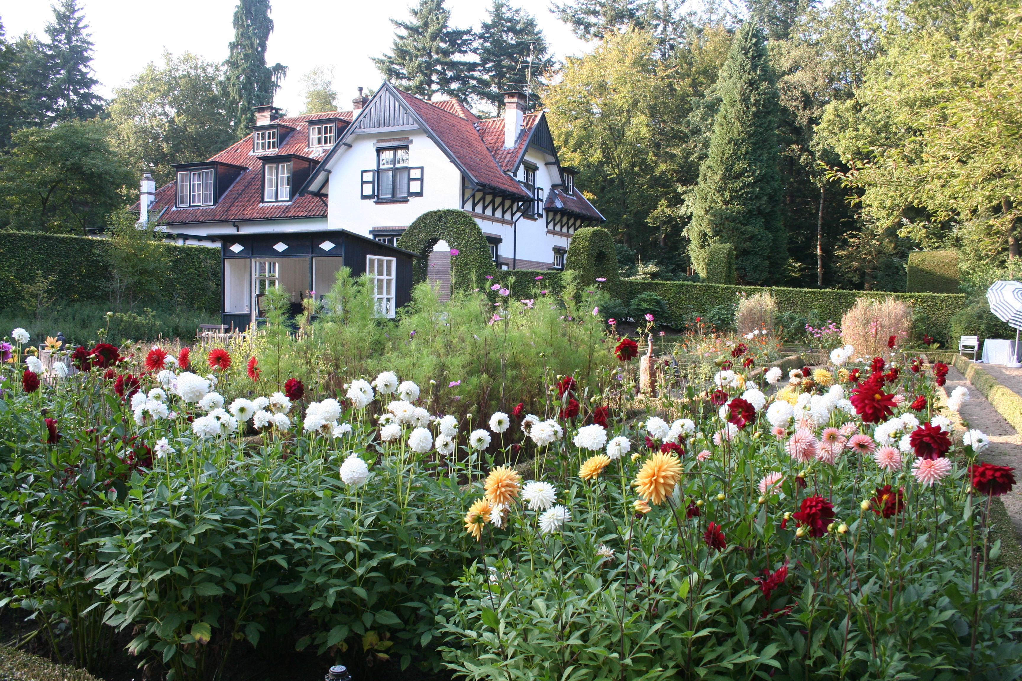 De bloementuin for Huis in de tuin